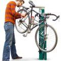 Repararea bicicletei pe stand