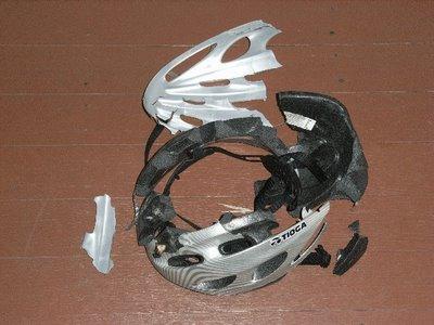 Cască pentru bicicletă stricată