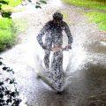 Cum să mergi cu bicicletă prin noroi