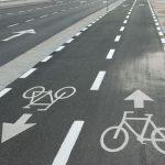 Pista pentru bicicletă în două direcţii