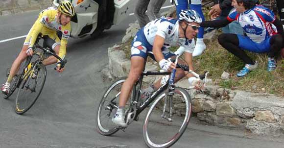 Poziția corectă pe bicicletă a persoanei