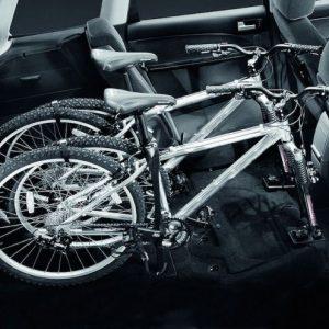 Dacă suprapuneți puțin scaunul, atunci cu siguranță va fi spațiu pentru bicicletă