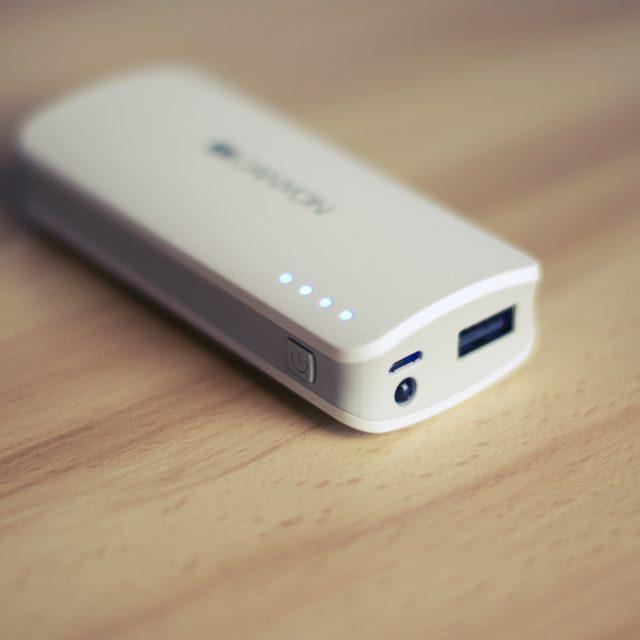 Reţineţi: este de dorit ca conectorii USB pentru încărcare externă să fie cel puţin doi la număr